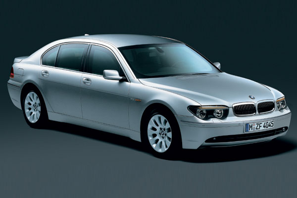CoolGamesWorld_BMW_High_Security_James_Bond_Car